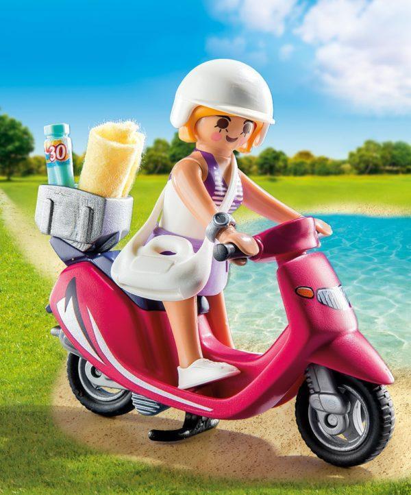 Экстра-набор - Посетительница пляжа со скутером